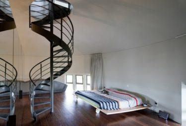 Бельгийский дом в водонапорной башне - хозяйская спальня