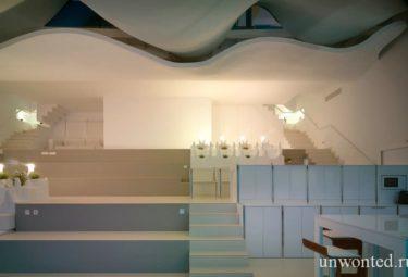 Необычный дом в скале Casa Del Acantilado - многоуровневый первый этаж