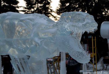 Динозавр Воскресение в Ледовом парке - ледяные скульптуры Дзюнъити Накамура