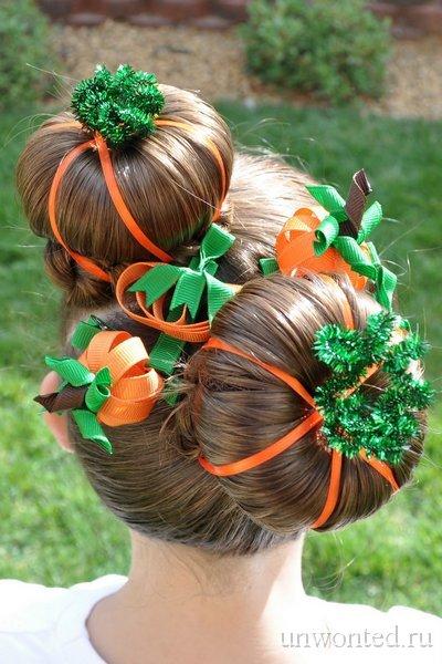 neobychНеобычная прическа девочки с оранжевыми и зелеными лентами