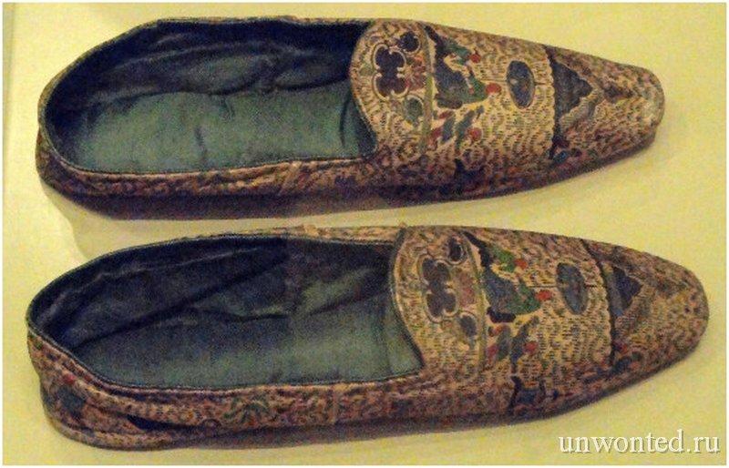 Средневековая обувь из человеческой кожи