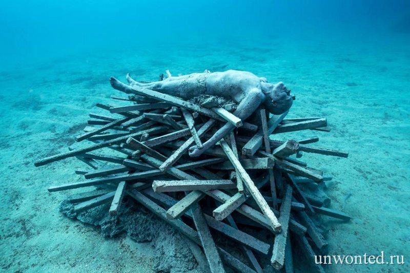 Подводная скульптура - Человек на одре, Джейсон де Кайрес Тэйлор