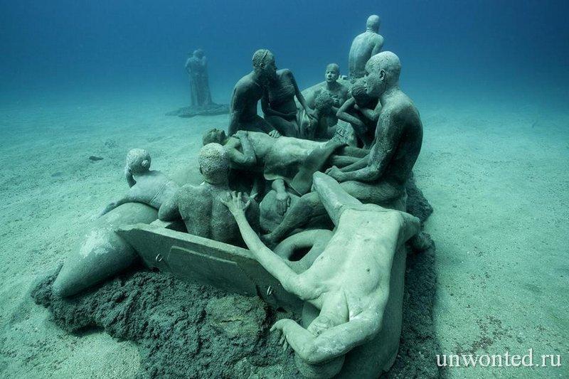 Подводная скульптура Плот Лампедуза