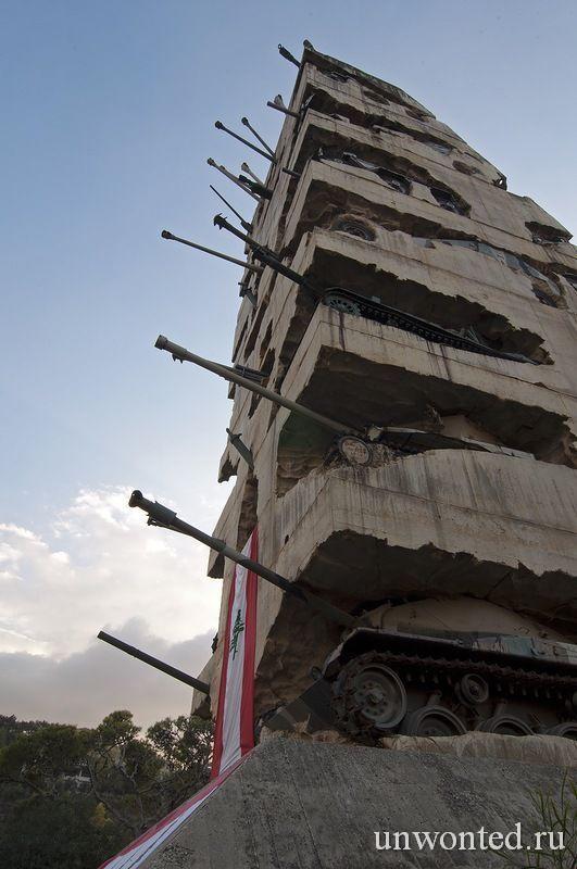 Монумент из танков в Ливане