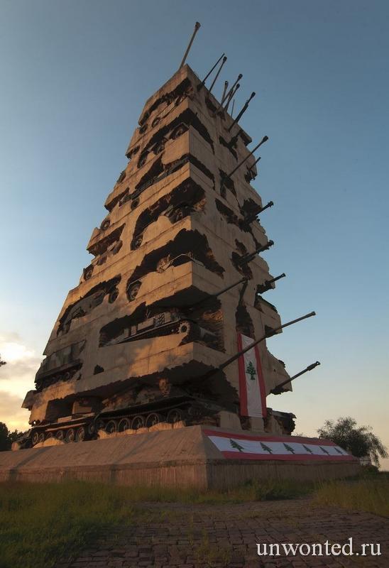 Монумент из танков и бетона в Бейруте