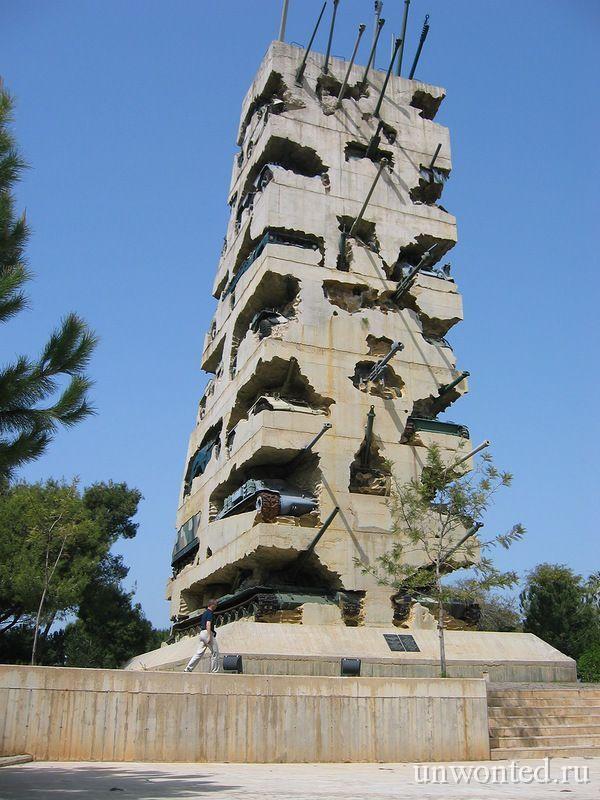 Памятник из танков в Бейруте