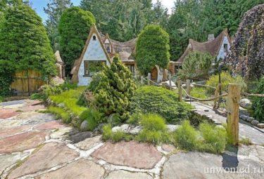 Сказочный дом Белоснежки на живописном зеленом участке