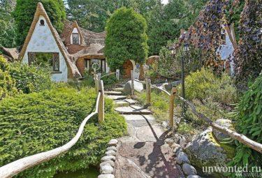 Главный вход в сказочный дом Белоснежки в штате Вашингтон