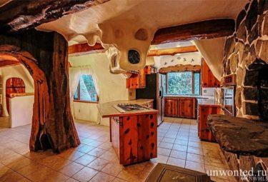 Остров кухни в сказачном доме Белоснежки