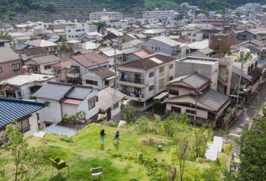 Вид с органического комплекса Greendo на город Такамацу и горы