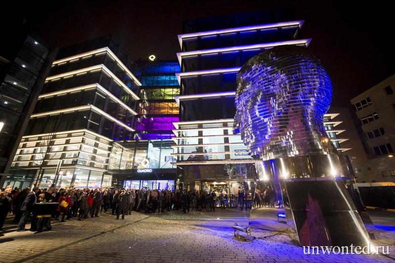 Скульптура Голова Франца Кафки с ночной подсветкой