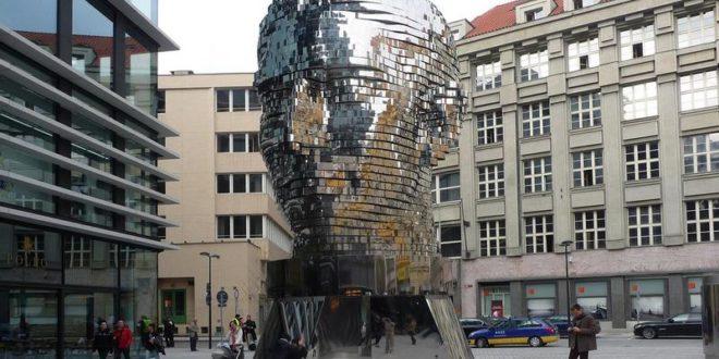 Голова Франца Кафки в Праге - Давида Черного