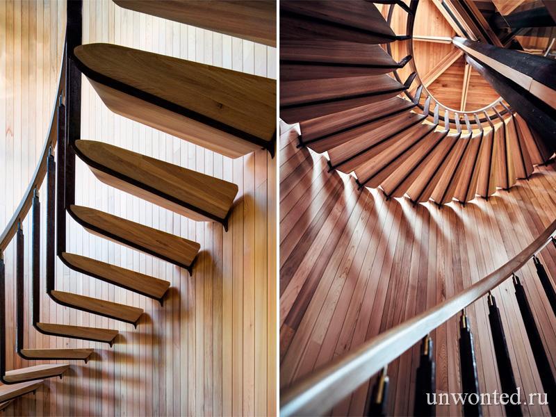 Лестница в цилиндрическом доме на дереве Paarman Treehouse