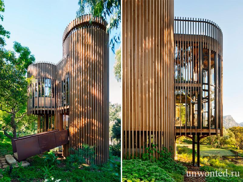 Дом на дереве из цилиндрических башен