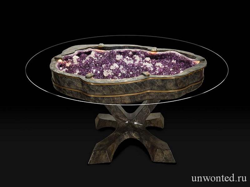 Необычный столик с кристаллами аметистов