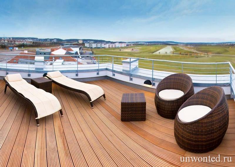 Терраса Мерседес-люкса - тематический отель V8 Hotel
