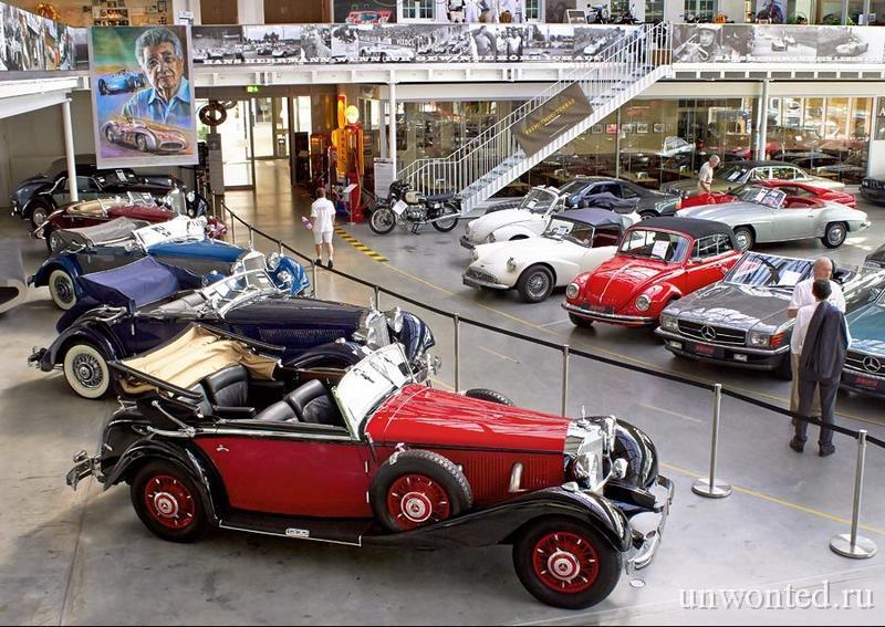 Выставочный зал MotorWorld с тематическим отелем V8