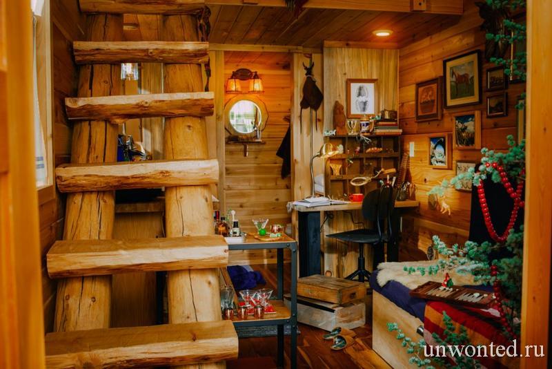 Грубая деревянная лестница эльфийской хижины