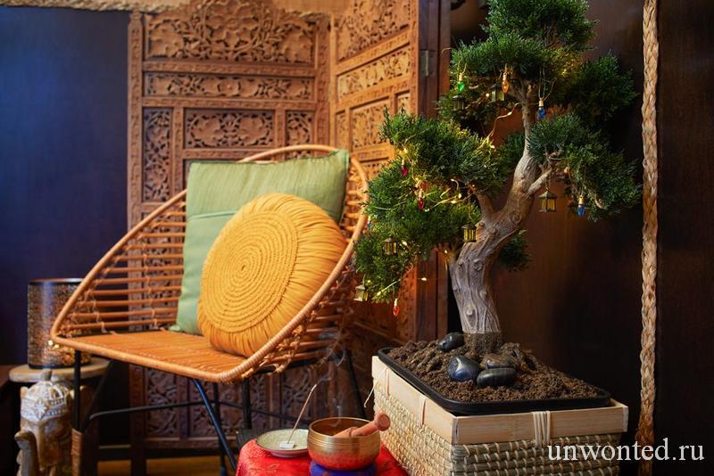 Новогодний бонсай в бамбуковом бунгало эльфов