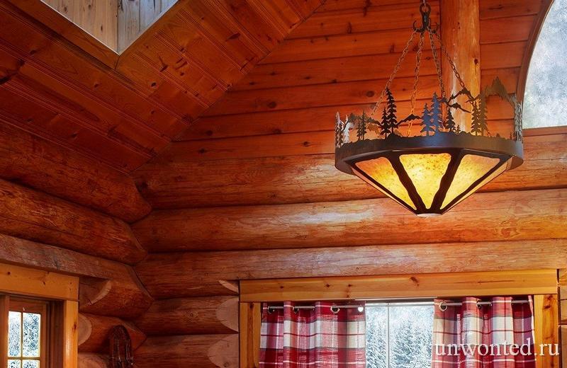 Необычная подвесная лампа в доме Санта Клауса