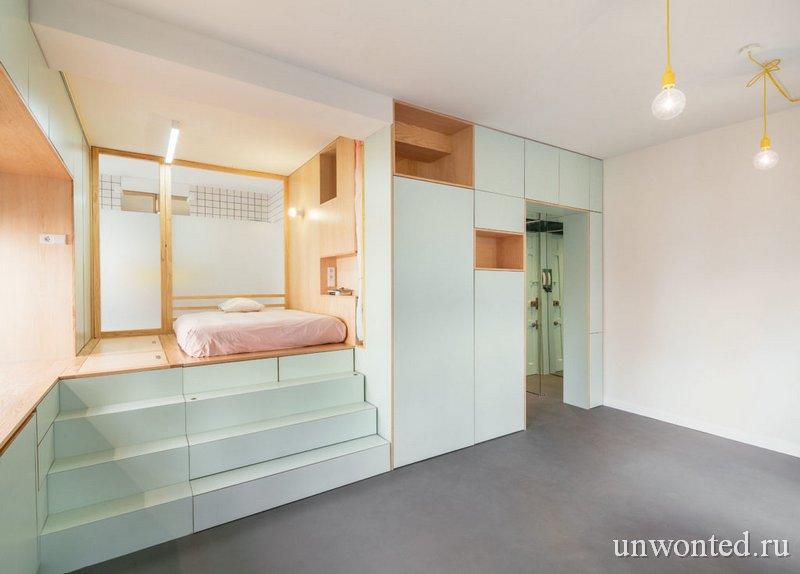 Платформа со спальной зоной в маленькой квартире