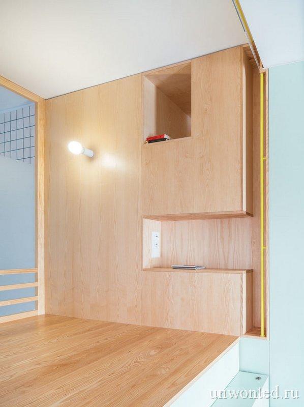 Полки встроенные в стену спальной зоны