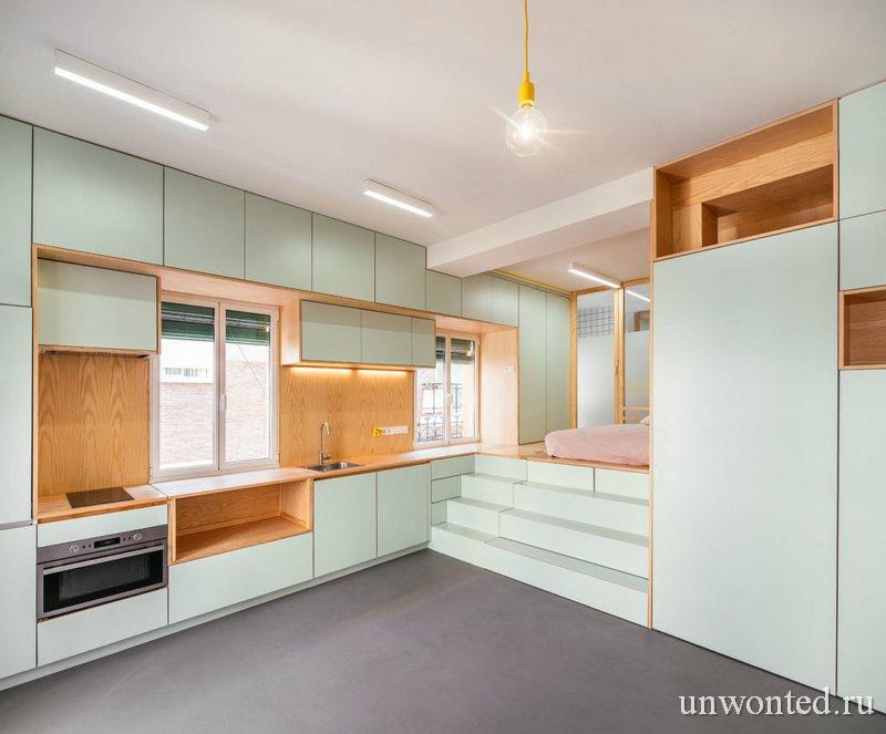 Шкафы во всю стену с интегрированной кухней