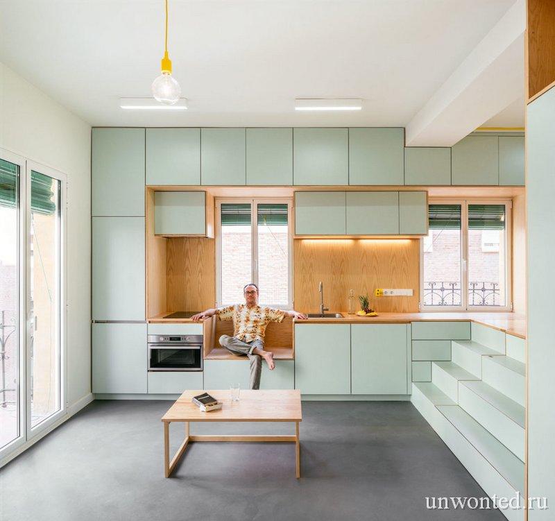 Трансформация кухни в небольшой столик и место для сидения