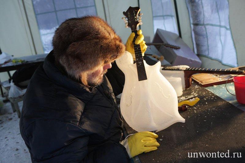 Необычный струнный ледяной музыкальный инструмент Тима Линхарта