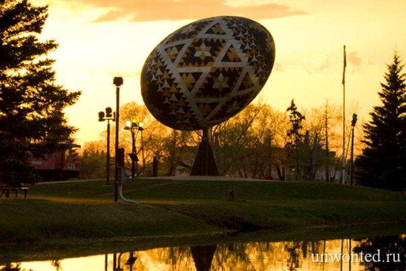 Крупнейшее в мире пасхальное яйцо Vegreville Egg