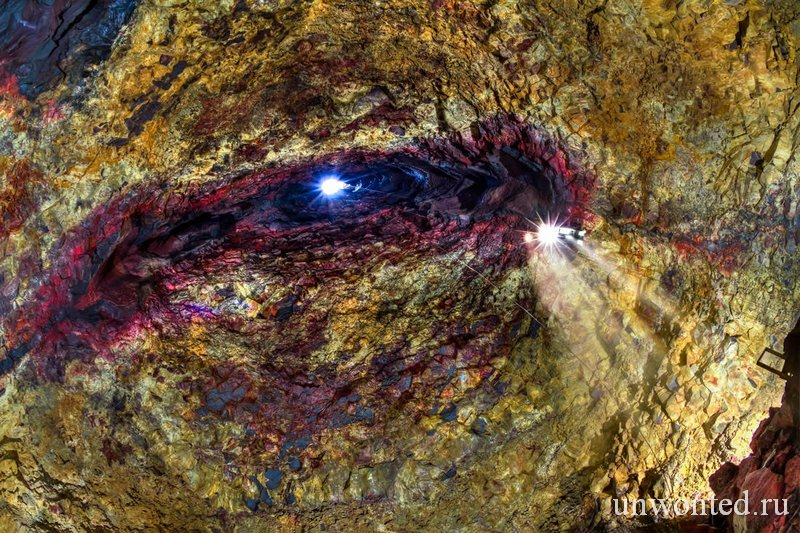Внутри кратера вулкана Трихнукагигур