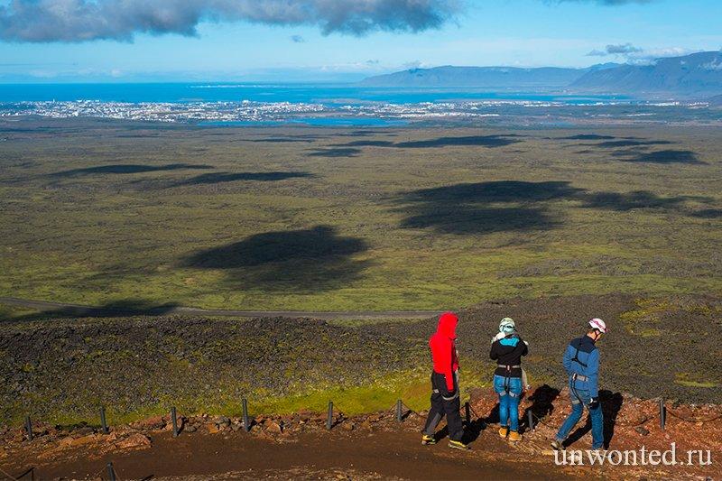 Вид на Рейкьявик и окрестности с вулкана Трихнукагигур