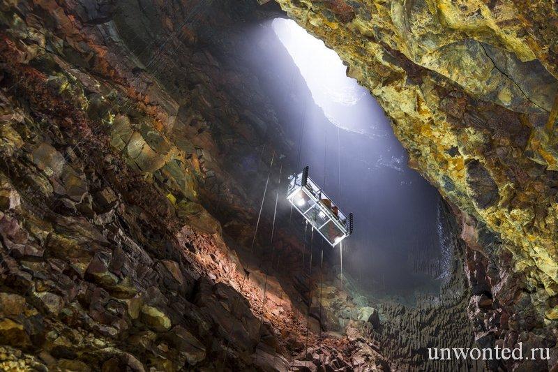 Спуск на дно магматической камеры в сердце вулкана Трихнукагигур