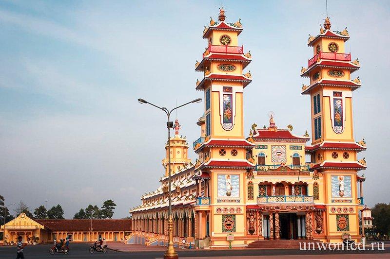 Достопримечательности Вьетнама - Главный храм Каодай