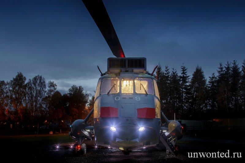 Спать в вертолете Sea King