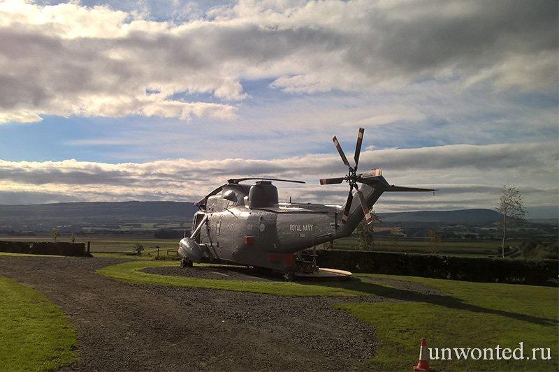 Старый вертолет Sea King в Торнхилл Шотландии
