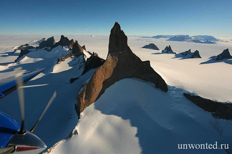 Тур в Антарктиду - гора Волчий клык