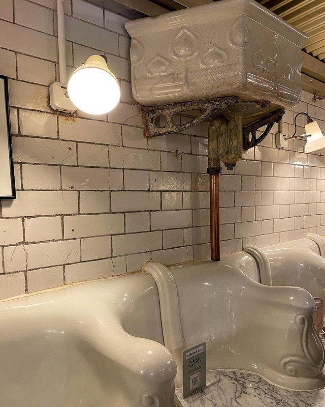 Сливной бочок викторианского туалета