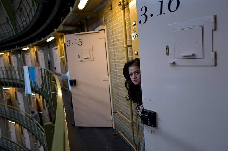 Лагерь беженцев в тюрьме Амстердама